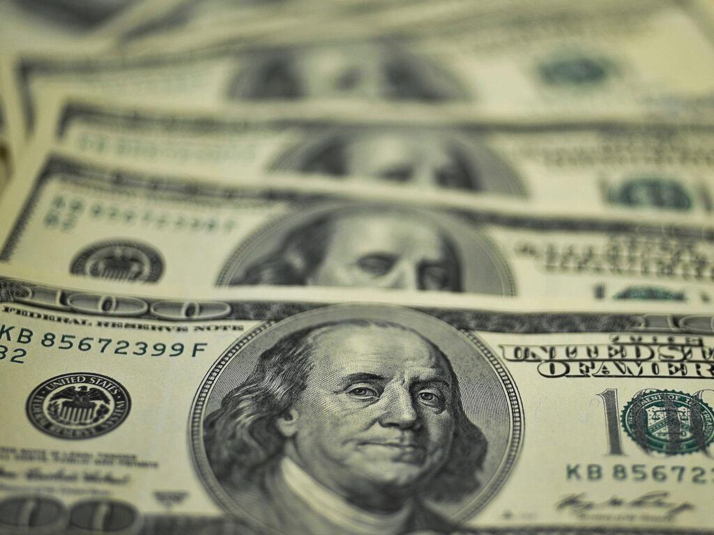 conta em dólar: aprenda como abrir uma e os benefícios